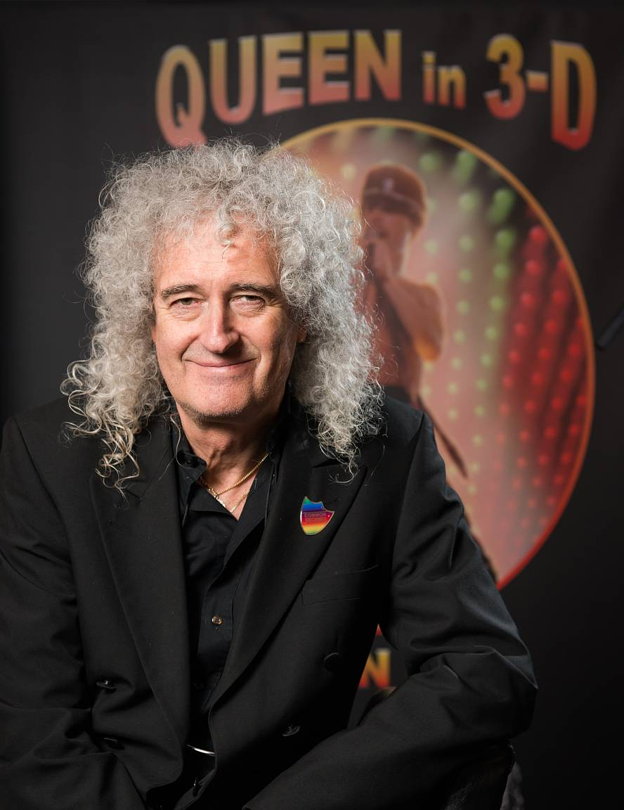 Brian May with Queen in 3-D in background