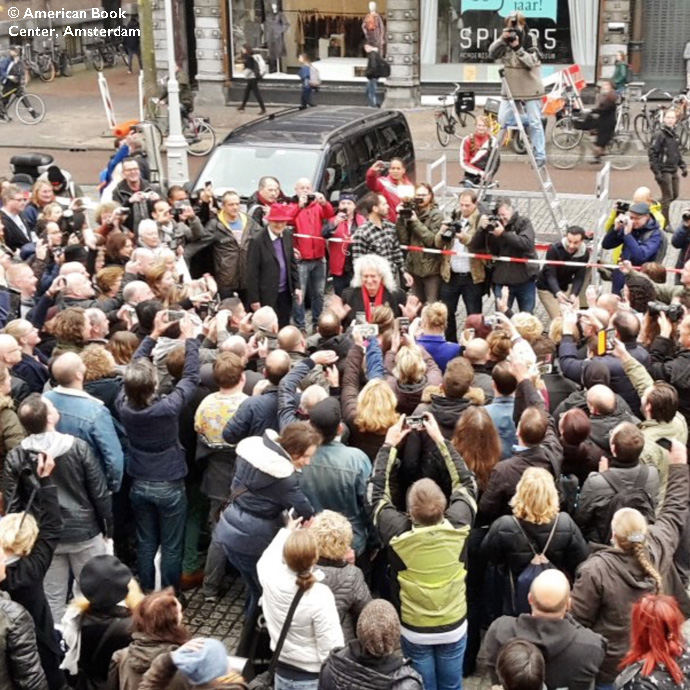 Brian May with crowd, ABC, Amsterdam